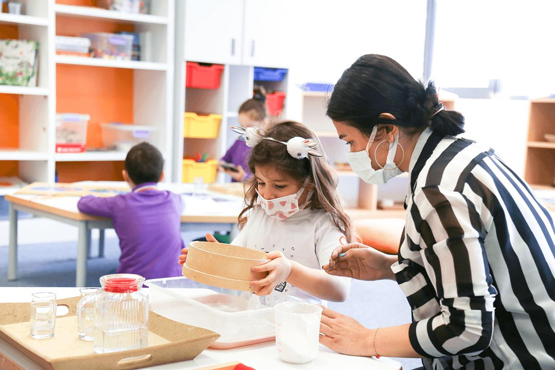 Montessori Eğitimi Nedir? Yaşlara Göre 25 Faydalı Etkinlik